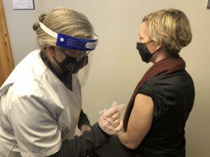 female giving a female a flu shot